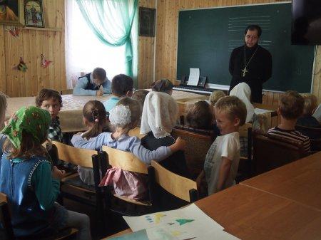 Продолжает работу детская воскресная школа.